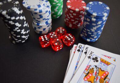 Pokerchips og kort