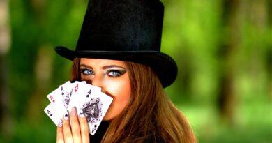 dame med spillekort