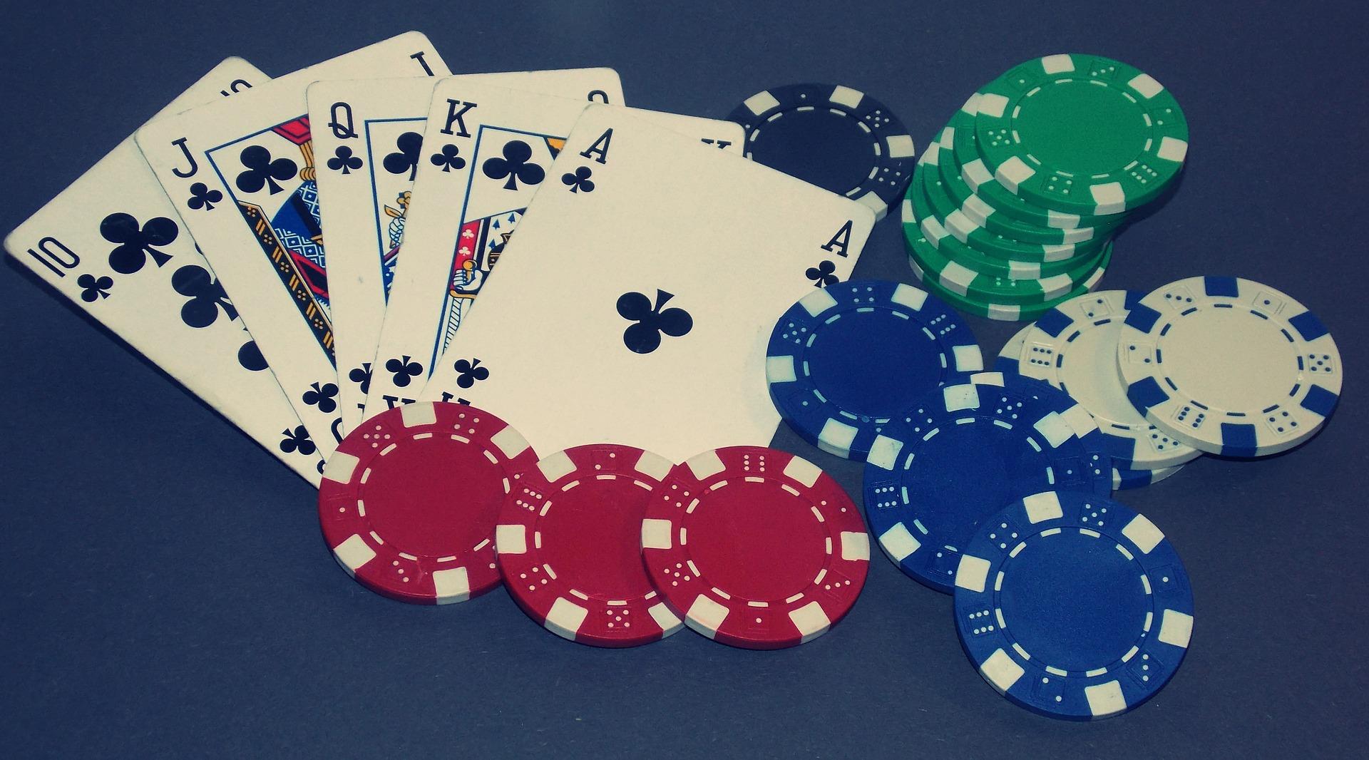 kort og pokerchips